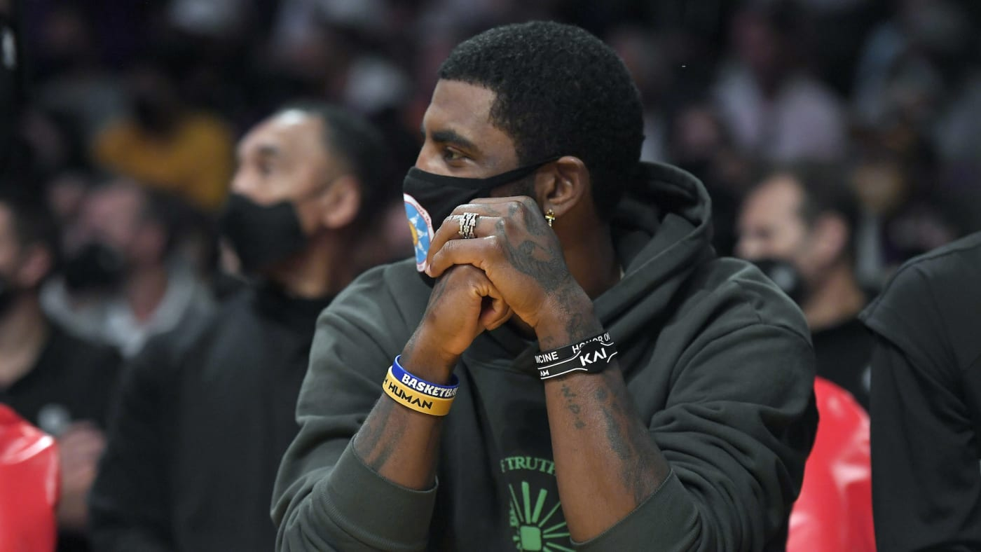 Kyrie Irving Wears Mask at Game