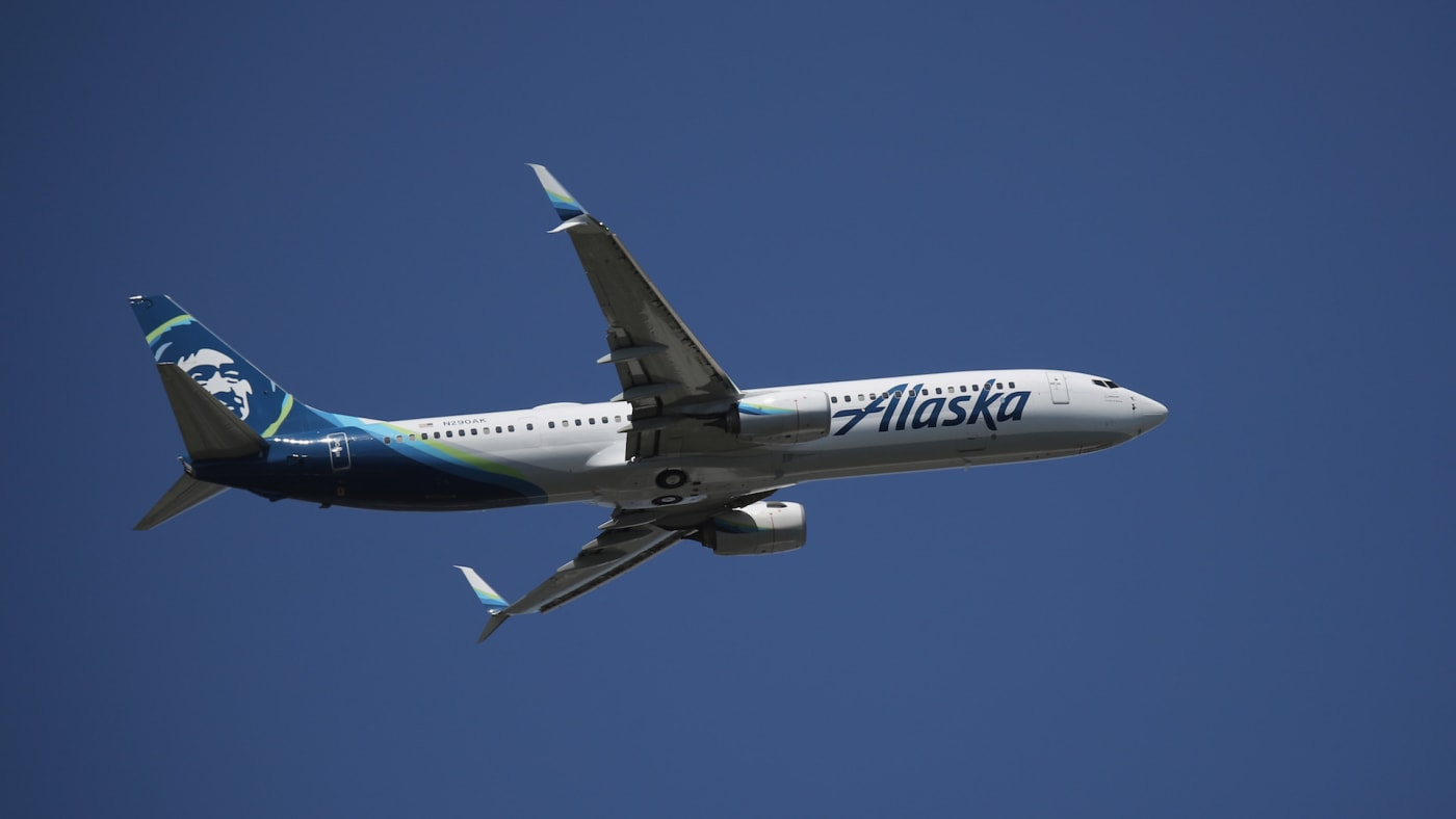 A Boeing 737 990 (ER) operated by Alaska Airlines