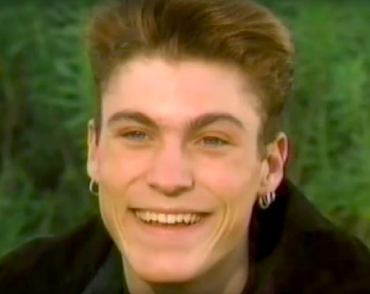 90 greatest 90s fashion hoop earrings