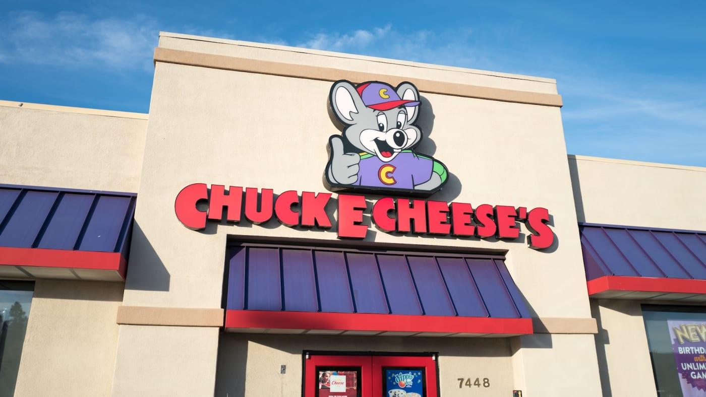 chuck e cheese bankrupt