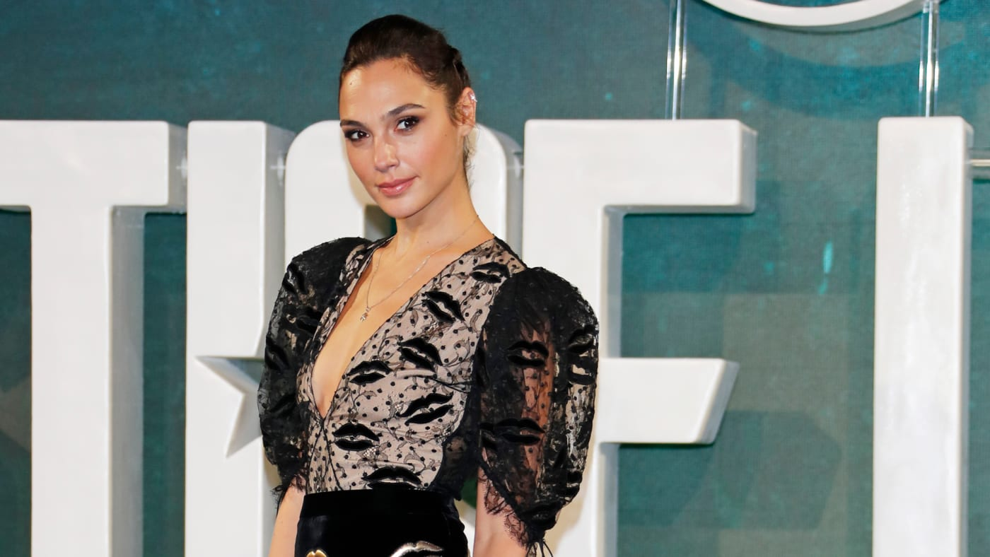 "Gal Gadot attends the ""Justice League"" photocall."