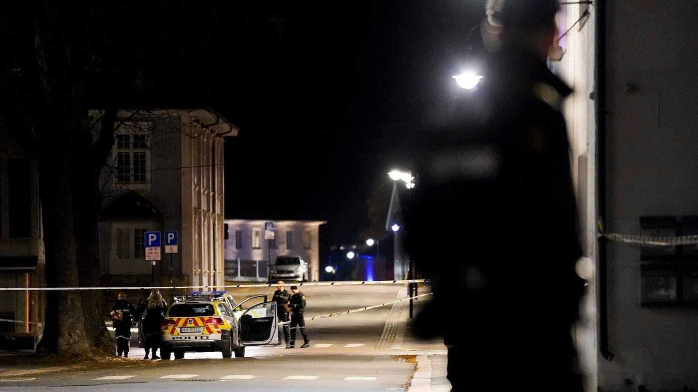 Man with bow and arrow kills several in Norway.