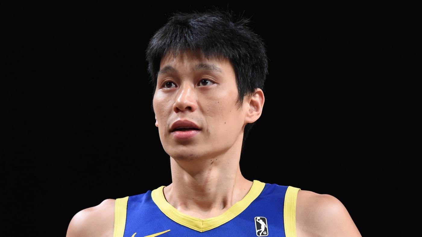 Jeremy Lin #7 of the Santa Cruz Warriors shoots a free throw