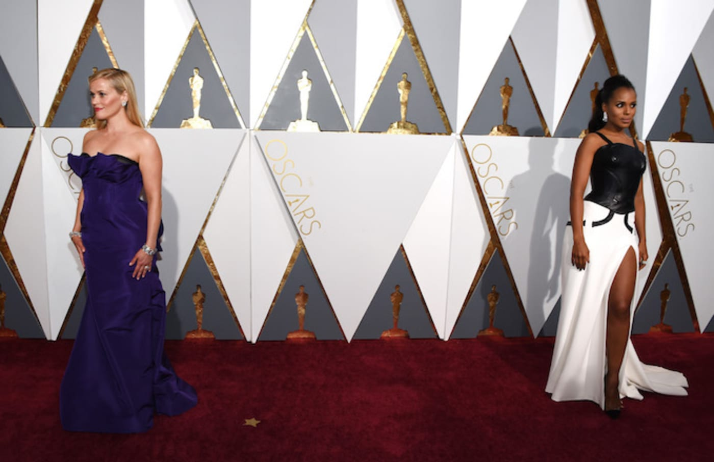 Actresses Reese Witherspoon (L) and Kerry Washington.