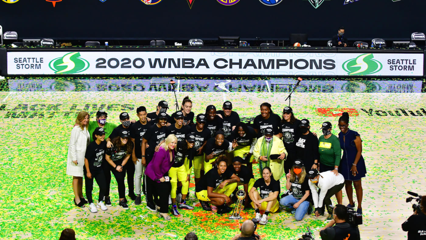 The Seattle Storm pose for a picture after winning the WNBA Championship