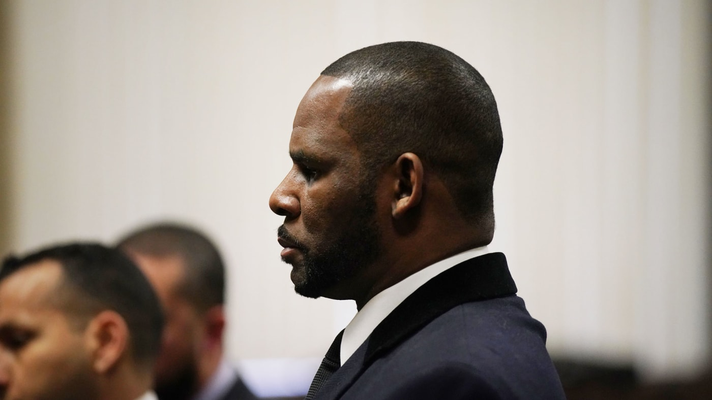 R. Kelly appears at a hearing in 2019.