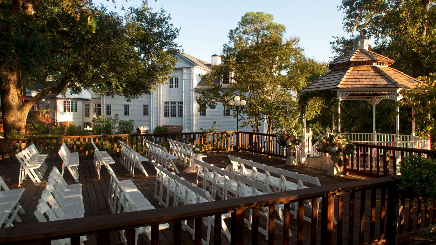 Daytime shot of wedding set up at a Mississippi Inn.