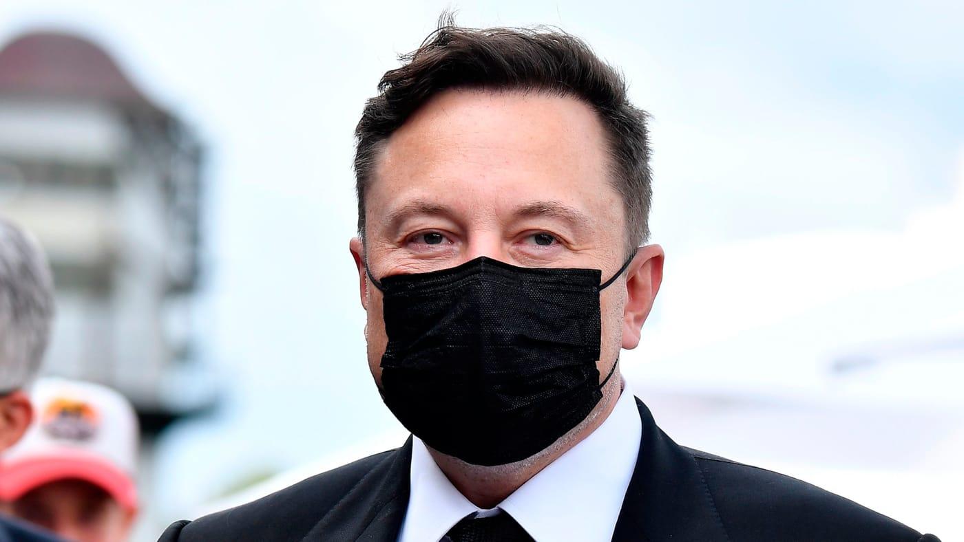 Space Karen, Elon Musk