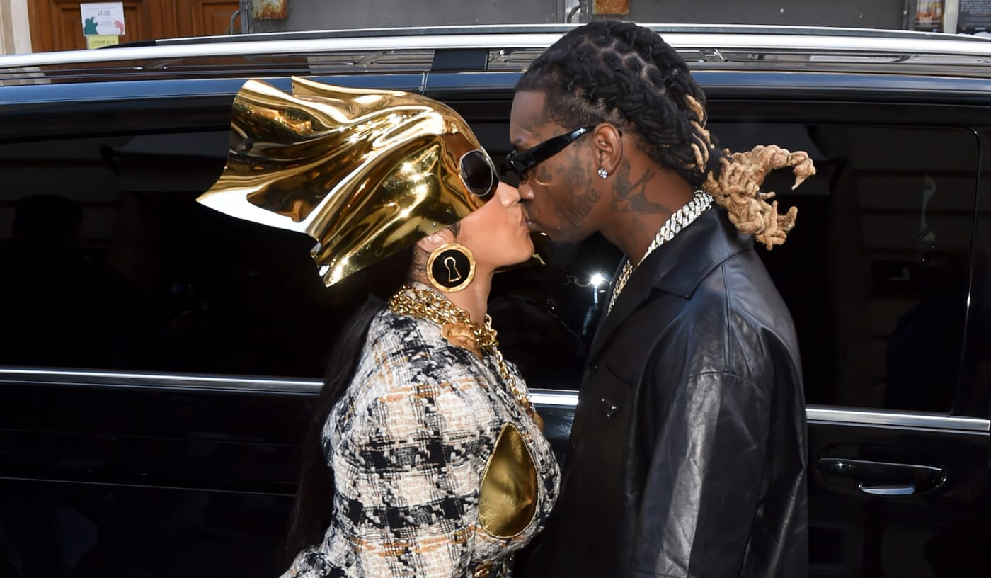 Cardi and Offset kissing in Paris