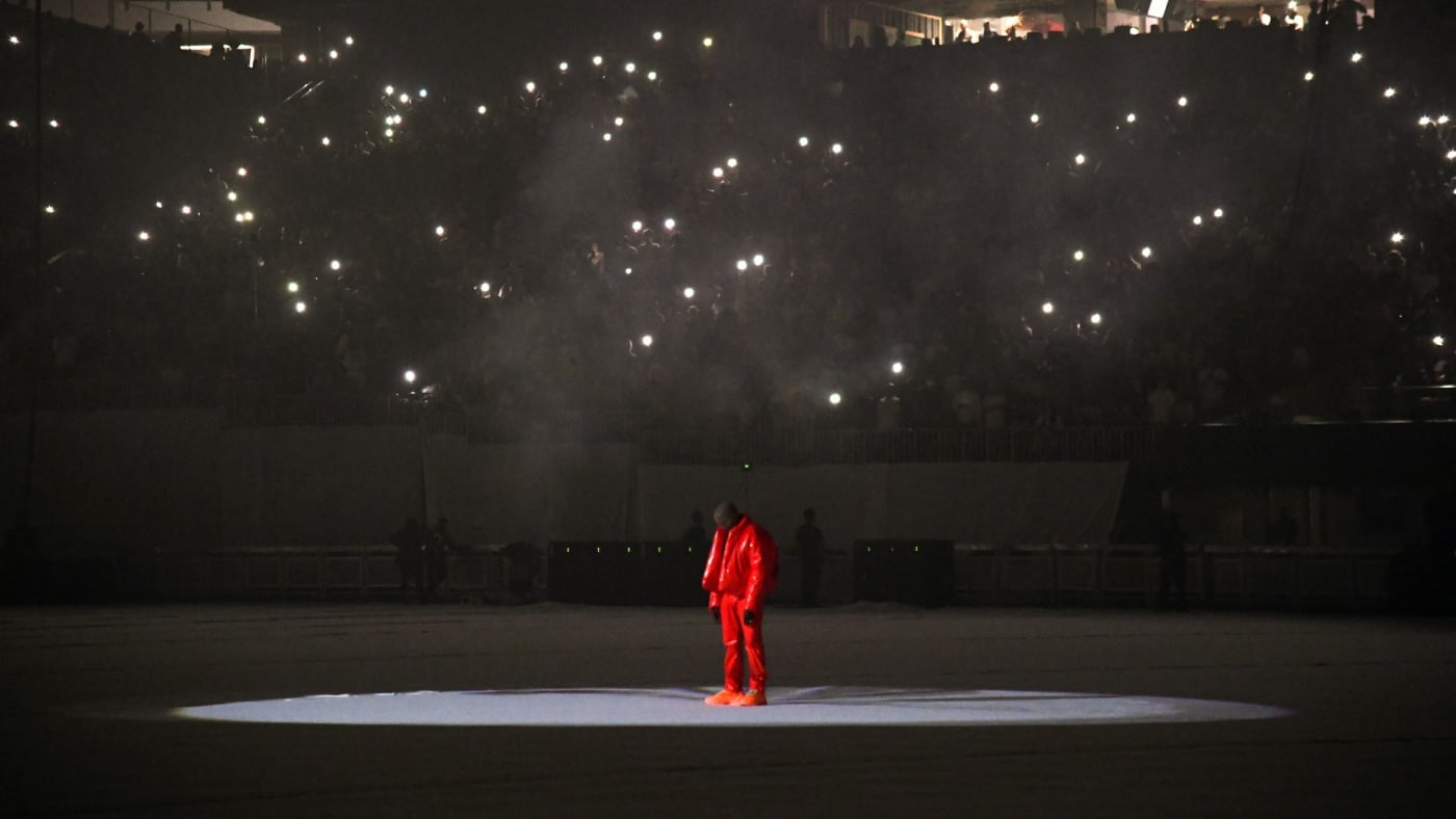 Kanye West stands in the center of Mercedez Benz Stadium