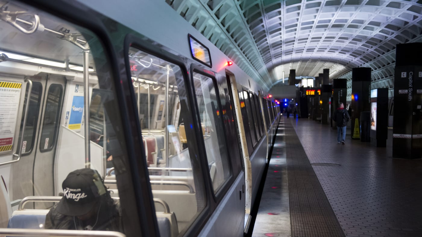 Metro trains stops at the Capitol South station