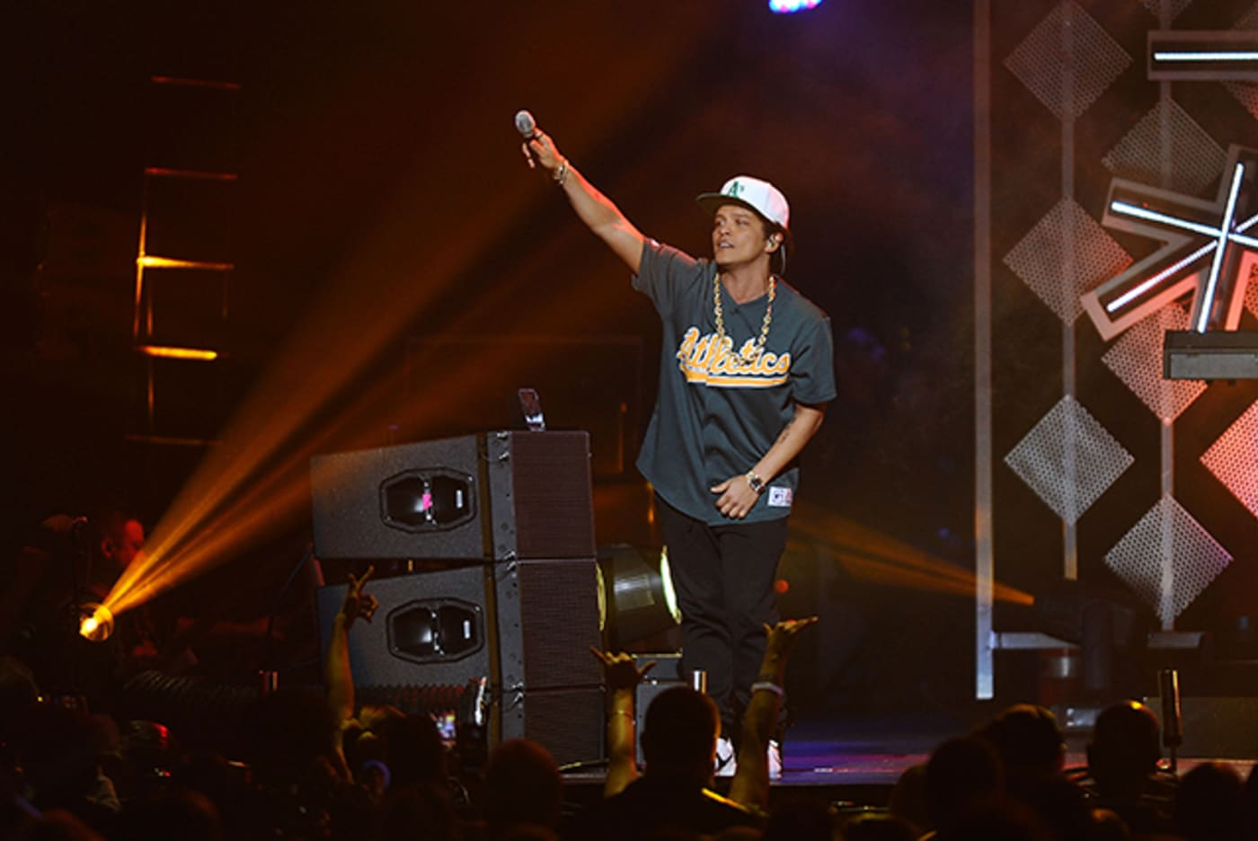 Bruno Mars at 102.7 KIIS FM's Jingle Ball 2016