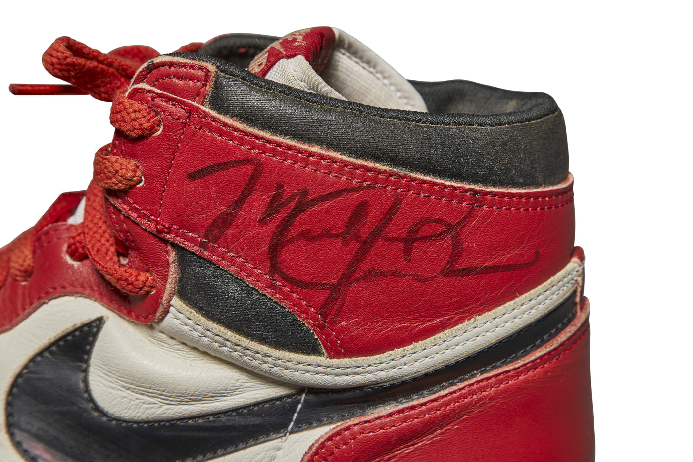 Air Jordan 1 OG Chicago 1985 Autographed