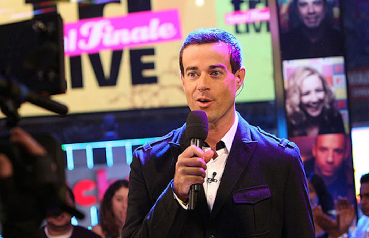 Carson Daly hosts 'TRL' finale.