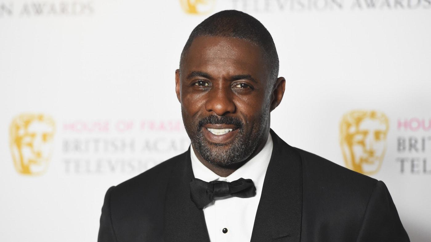 Idris Elba poses in the Winners room