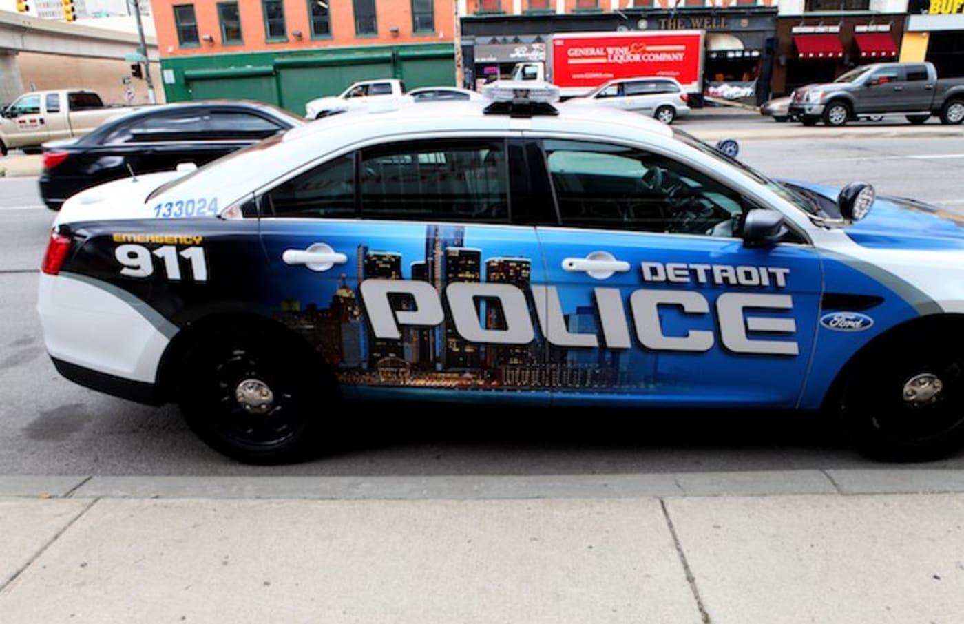 Naked woman on Chapman Highway draws police