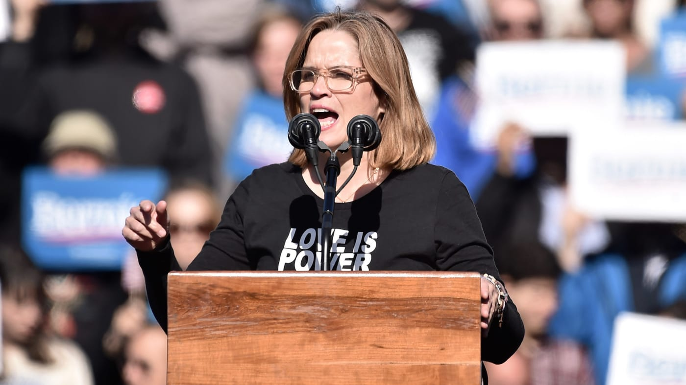 Carmen Yulín Cruz speaks at a Bernie Sanders campaign rally