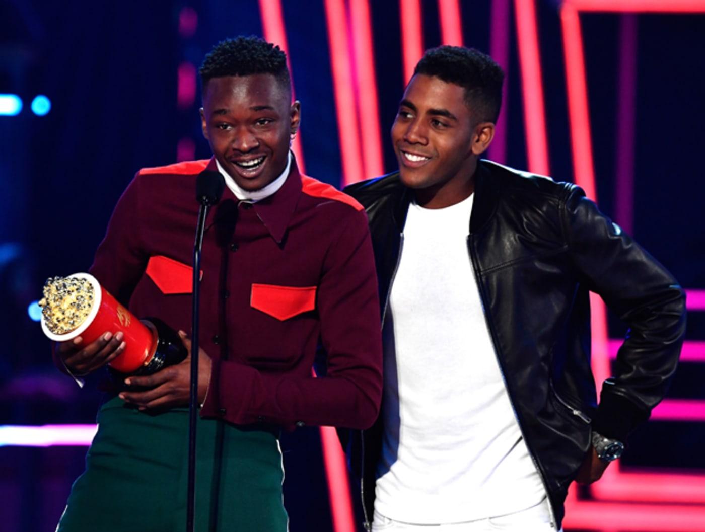 "Ashton Sanders and Jharrel Jerome accept the ""Best Kiss"" MTV Movie Award"