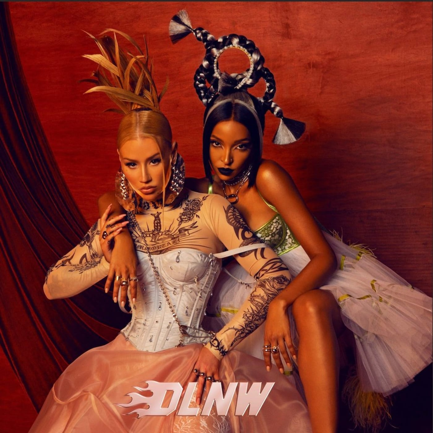 """Iggy Azalea """"DLNW"""" f/ Tinashe"""