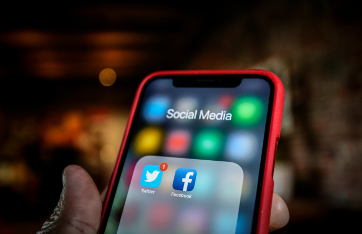 Twitter and Facebook applications are seen grouped in a Social Media folder