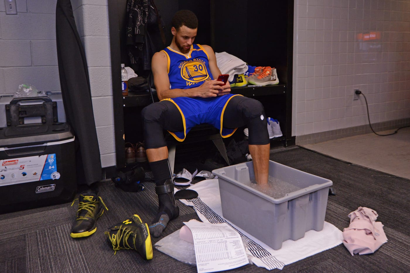 Steph Curry Ice Bin Cell Phone Warriors Spurs Getty 2017
