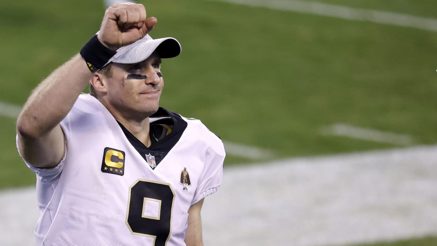 Drew Brees acknowledges the crowd during a game in 2020.