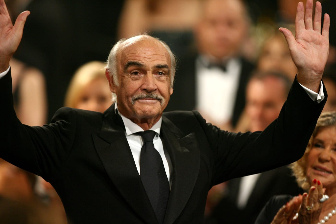 Sean Connery waves to the audience during the 34th AFI Life Achievement Award tribute