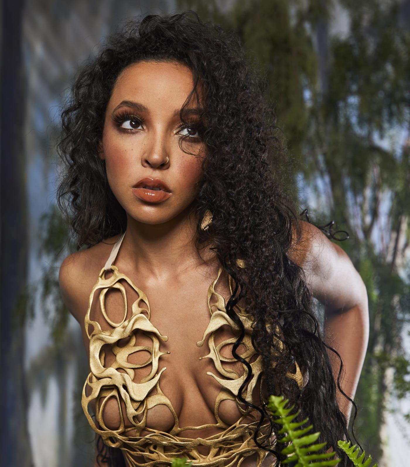 Tinashe press photo '333' album