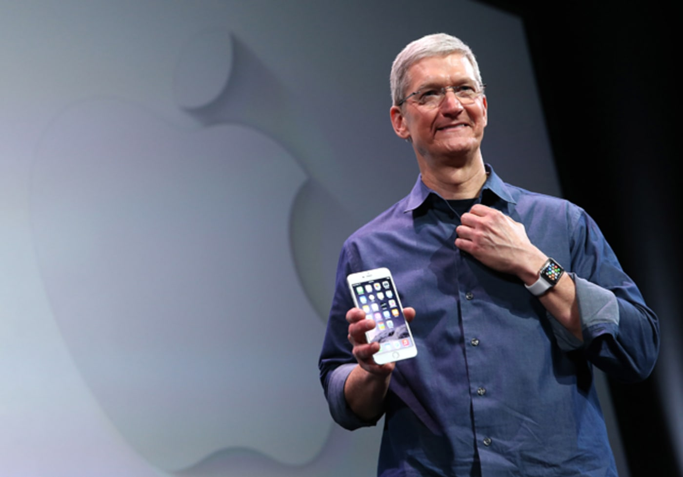 Tim Cook shows off iPhone 6 and the Apple Watch