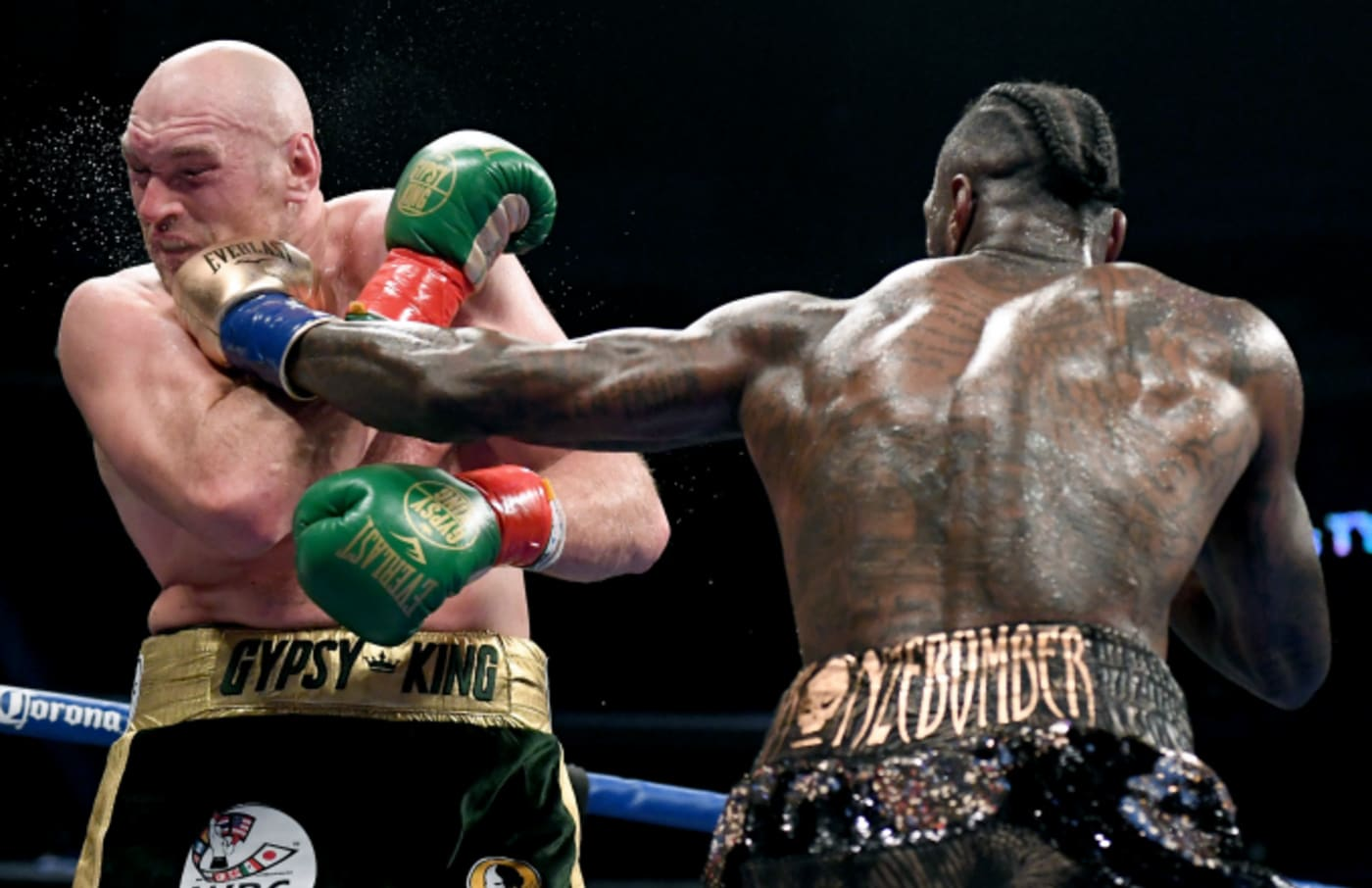 Deontay Wilder punches Tyson Fury in the fifth round