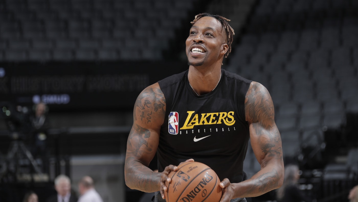 Dwight Howard #39 of the Los Angeles Lakers warms up