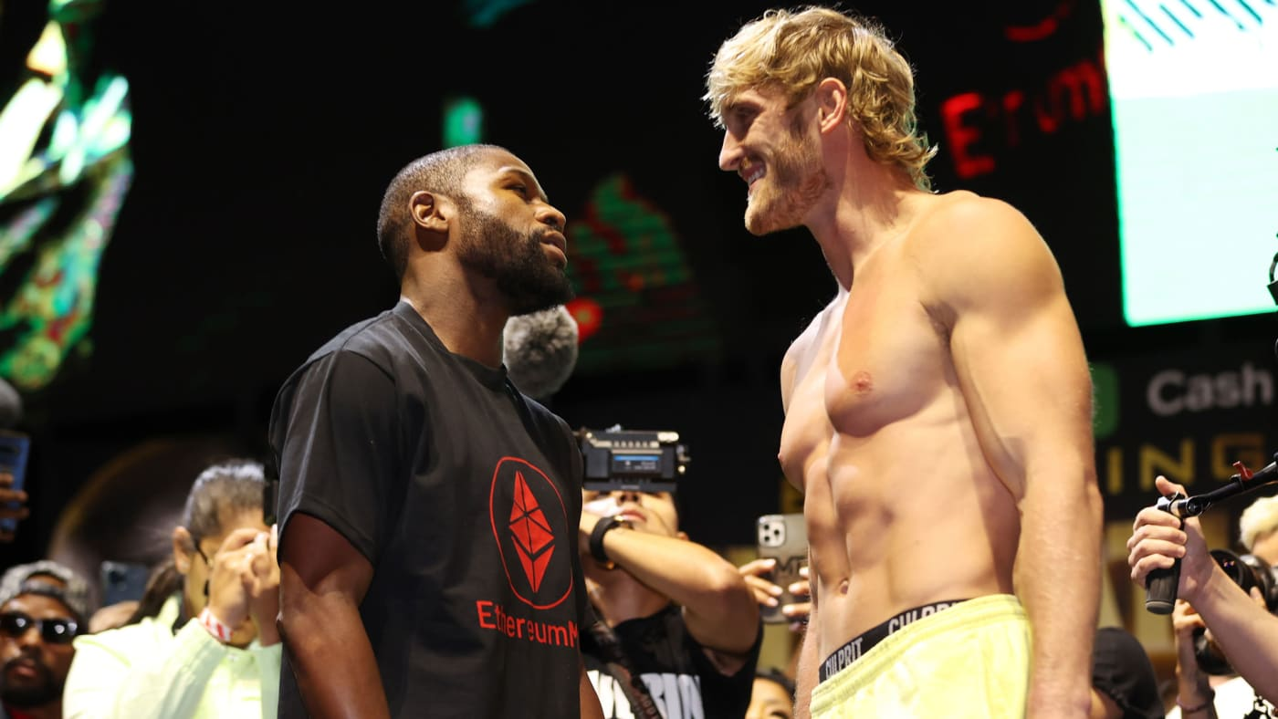 Floyd Mayweather and Logan Paul at their weigh-in