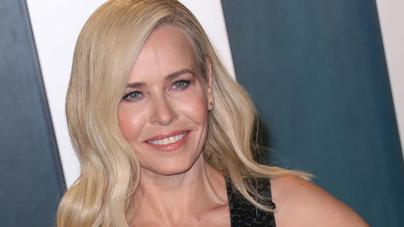 Chelsea Handler attends the 2020 Vanity Fair Oscar Party at Wallis Annenberg Center