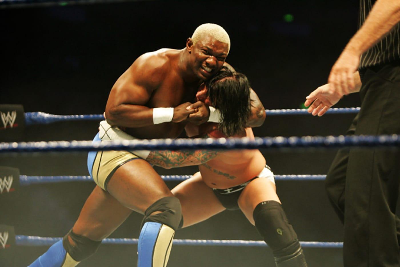 Shelton Benjamin puts CM Punk into a headlock during WWE Smackdown
