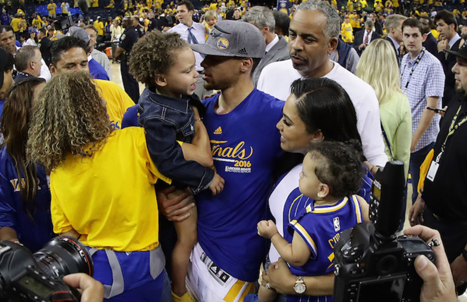 Ayesha and Steph Curry with their two kids, Riley and Ryan in 2016.