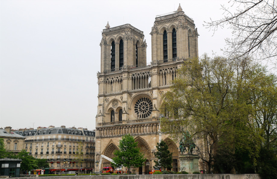 People Search For Man And Child Photographed At Notre Dame Before