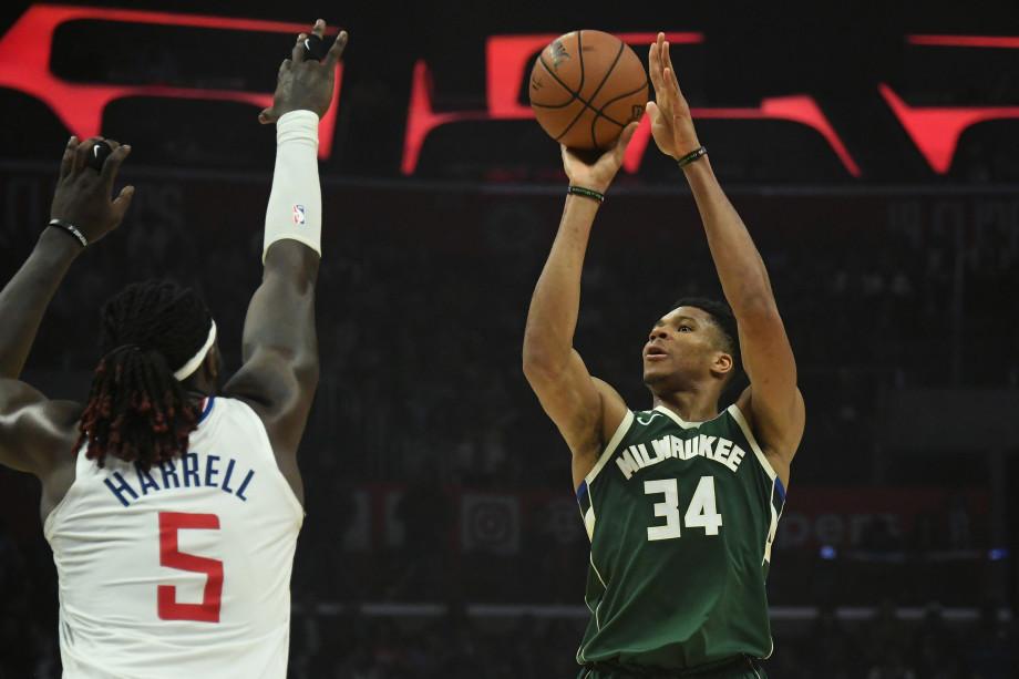 Giannis Antetokounmpo Montrezl Harrell Clippers Bucks 2019