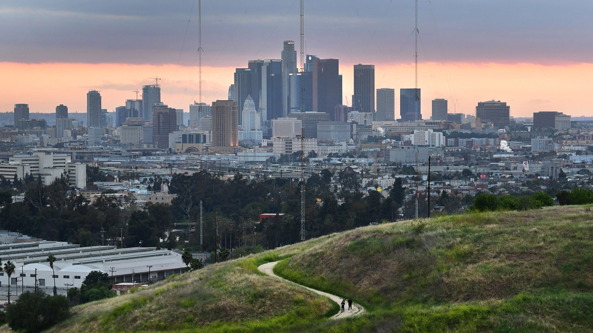 Los Angeles Residents React to 3.7 Magnitude Earthquake