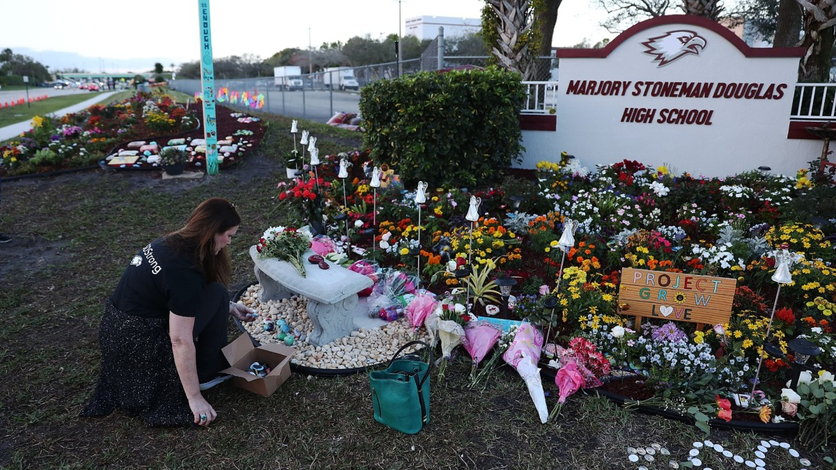 Florida Cop Who Was Fired for Parkland School Shooting Response Is Getting Reinstated