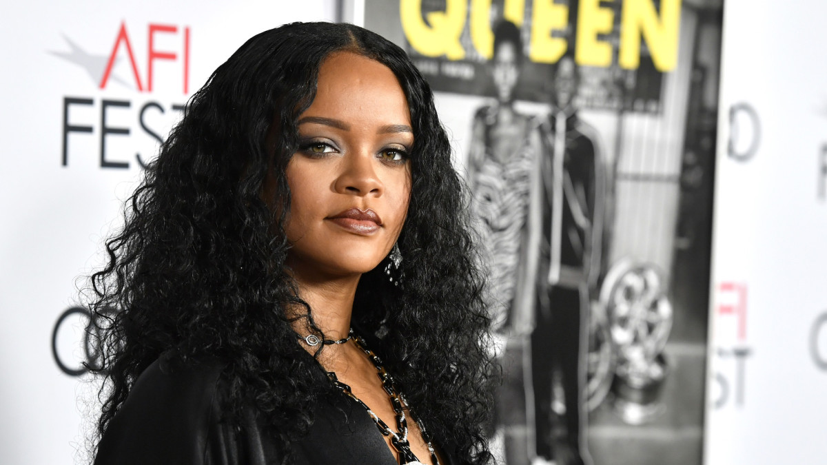 Rihanna Asks Kevin Durant How He's Doing After Getting Coronavirus, Drake Slides In