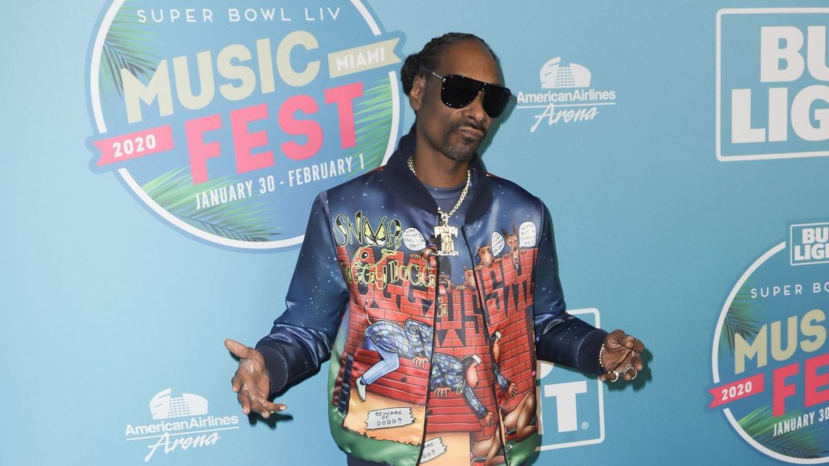 Snoop Dogg is the Latest Target for the Artist Behind 50 Cent Mash-Up Murals