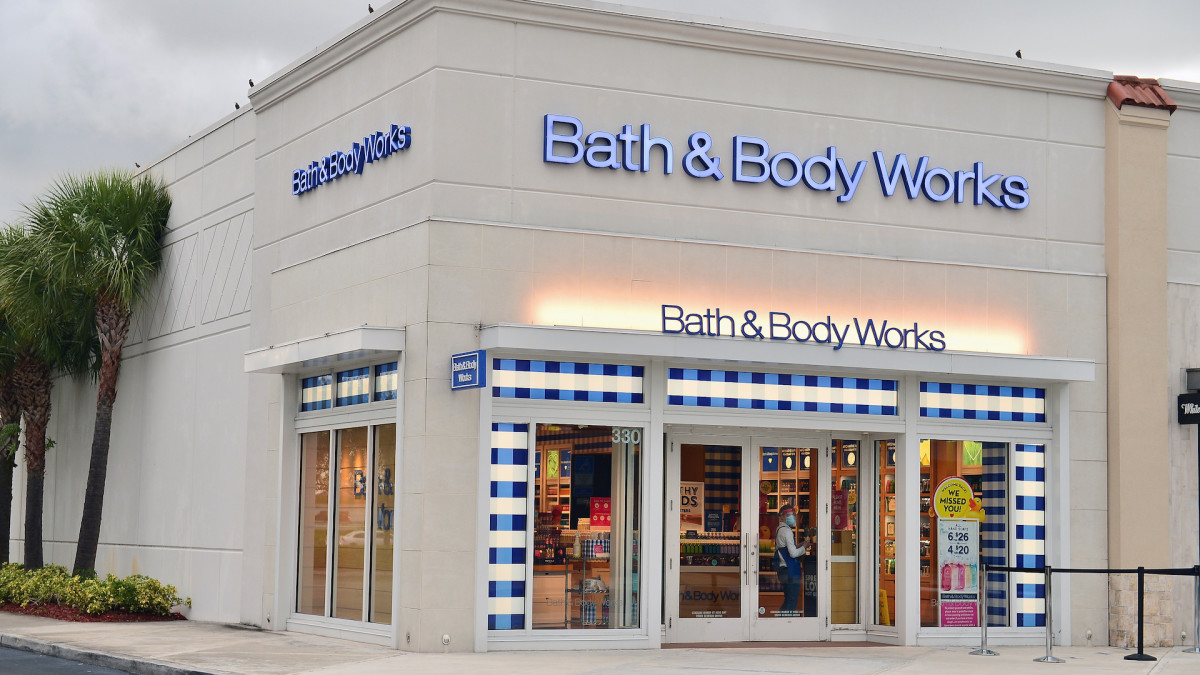 Fight Breaks Out Between Customers and Employees at Arizona Bath & Body Works