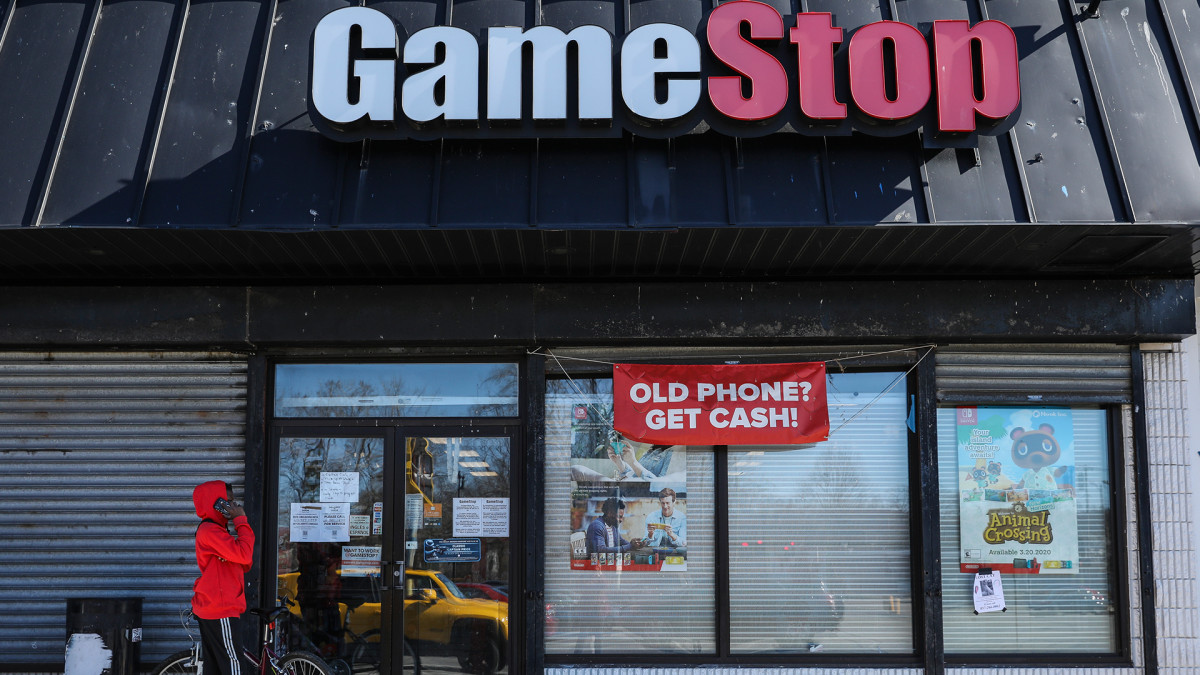 GameStop Employees Reportedly Told to Use Plastic Bags as Gloves During COVID-19 Pandemic