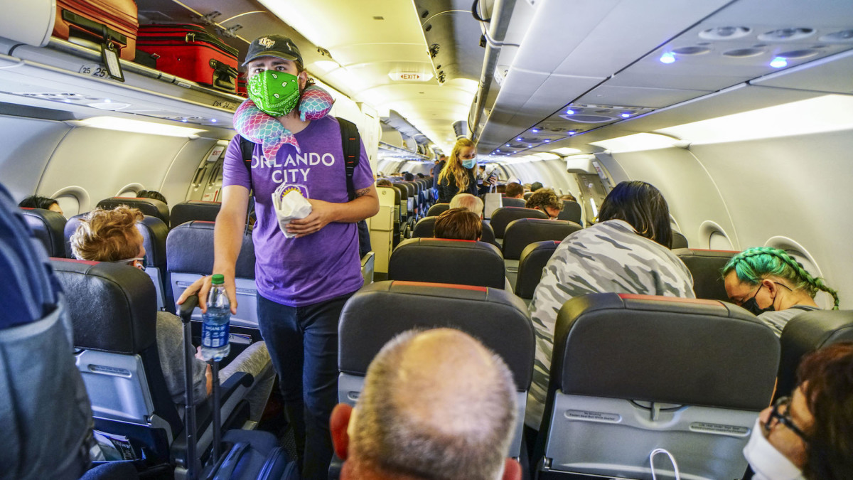 American Airlines Called Out Over Packed Flights Amid COVID-19 Pandemic