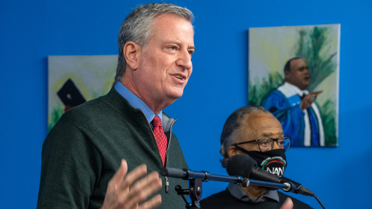 Bill de Blasio Telling New Yorkers to 'Have a Winter Adventure Tonight' Backfires on Mayor