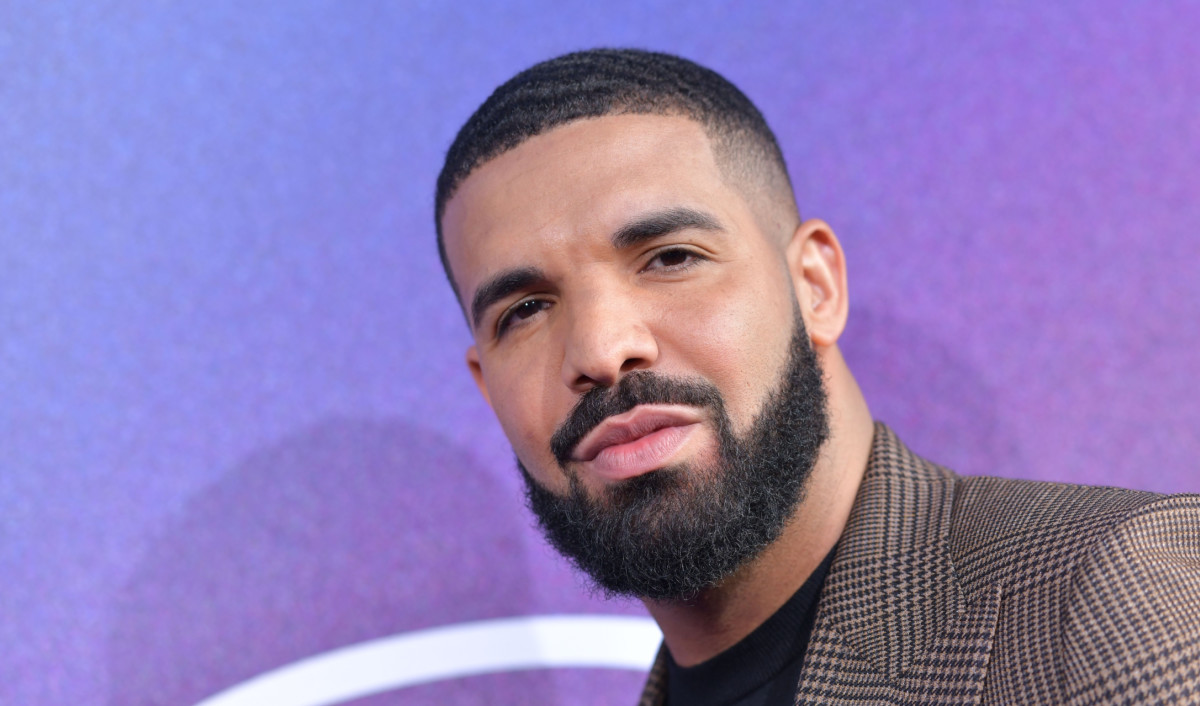 Drake says #CertifiedLoverBoy is coming in January. 👀