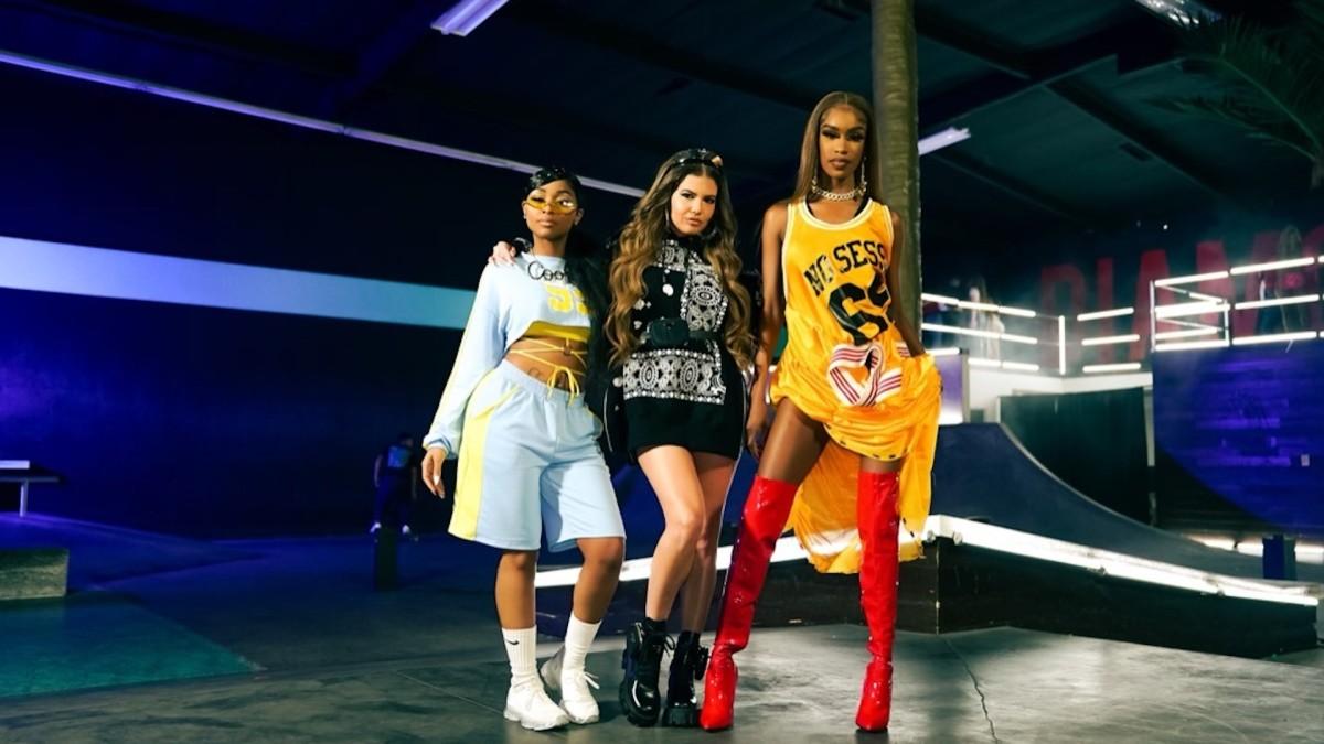 Премьера: Chanel West Coast связалась с Анайей Ловенот и Сальмой Слимс для видео «Eazy»