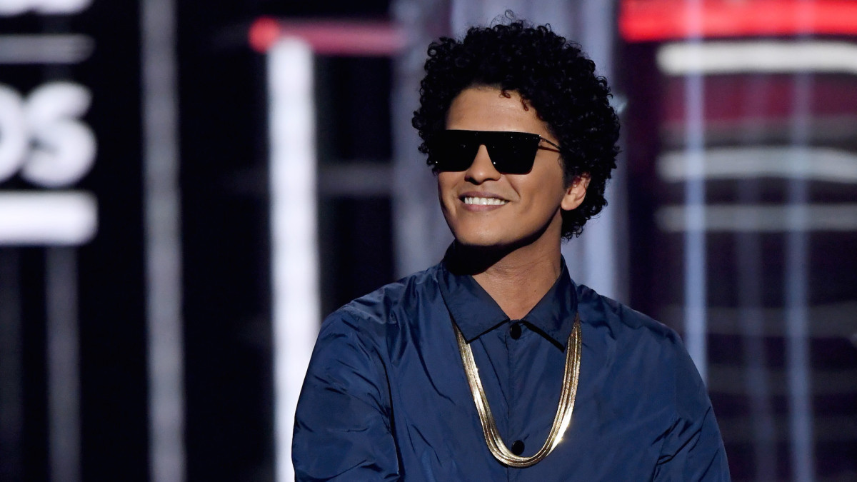 Texas Woman Scammed Out of $100K After Falling in Love with Fake Bruno Mars Account