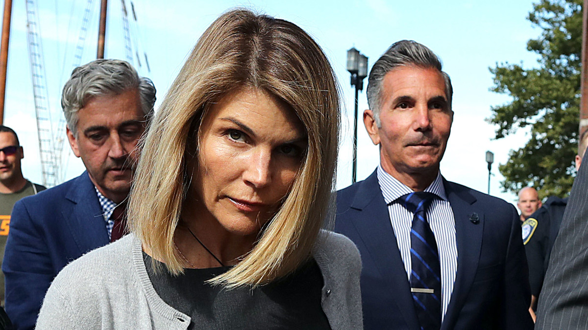 Lori Loughlin Reports to California Prison for 2-Month Jail Term After College Bribery Scam