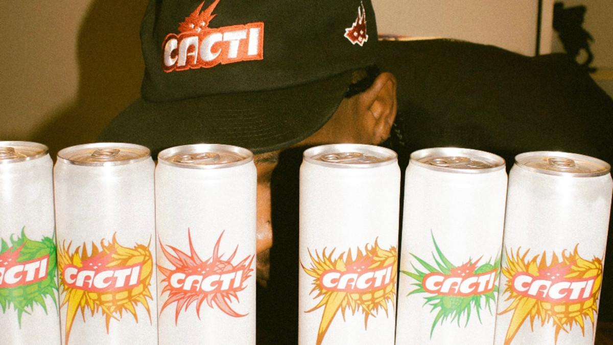 Трэвис Скотт объявляет дату запуска своего нового бренда Hard Seltzer Cacti